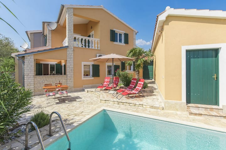 Comfortably and lovingly furnished villa with pool for a relaxing family holiday