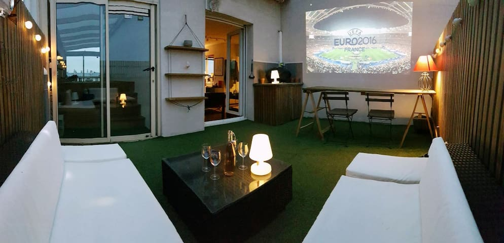 Modern Duplex with Jacuzzi & Rooftop Terrass - Saint-Denis - Apartment