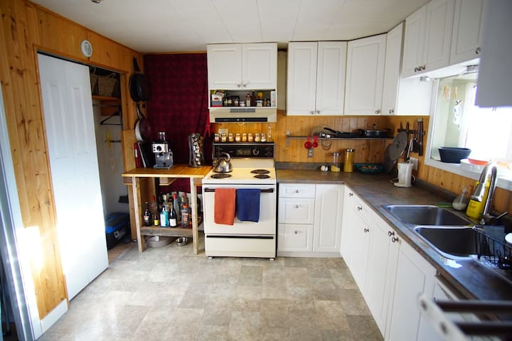 Private room in the heart of downtown Whitehorse - Whitehorse - Huis