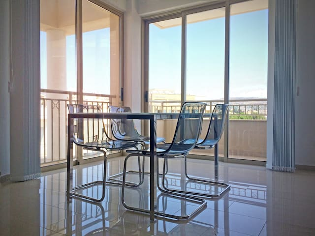 Elegant 2 Bedroom apartment in the heart of Paphos