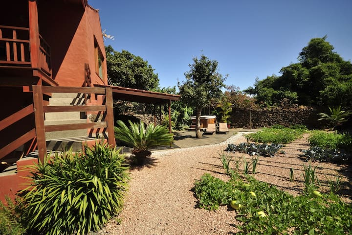 Farmhouse with jacuzzi an environment of spectacular views in Gran Canaria