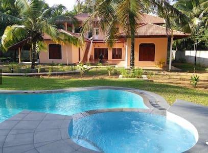 Villa consists of 4 apartments - Habaraduwa