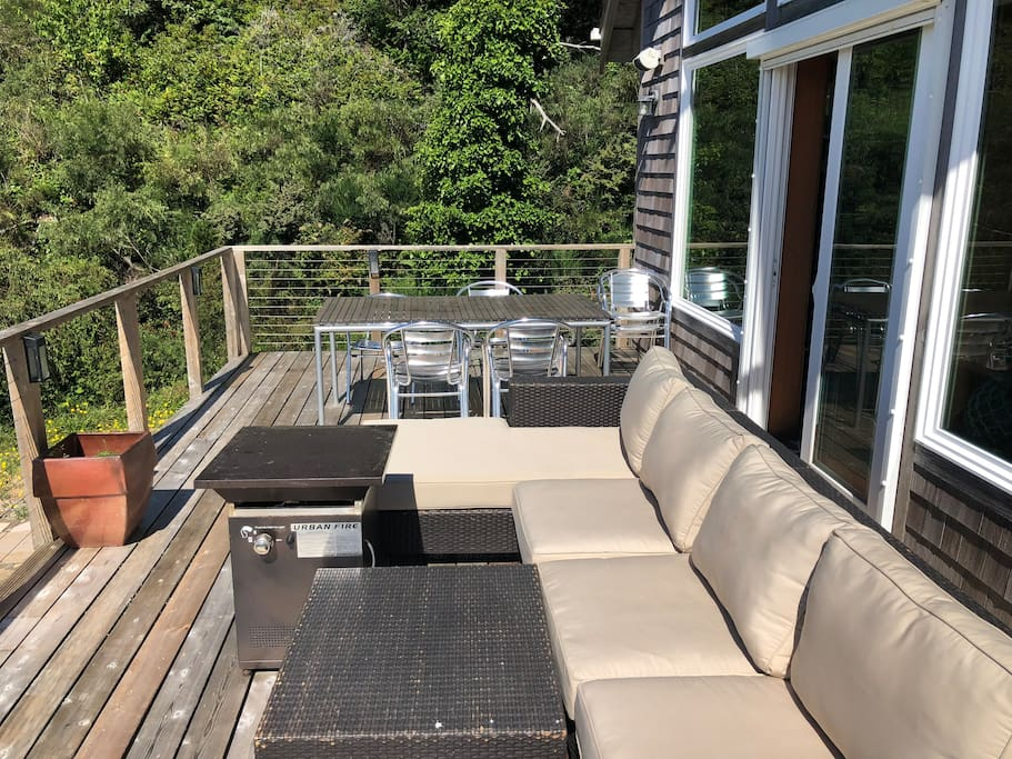 Outdoor deck with outdoor lounging/seating