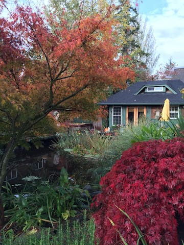 Lovely Bainbridge Island Pond Side Cottage - Bainbridge Island - Chatka