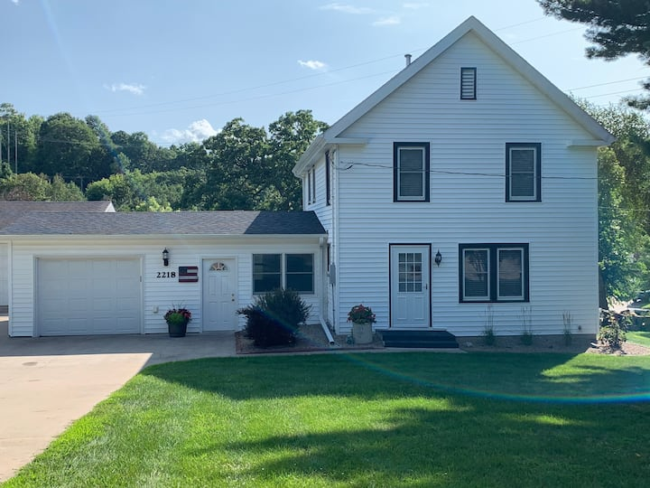 Immaculate farmhouse w/heated garage in Red Wing!
