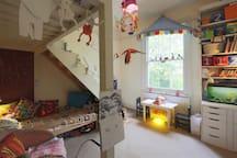 Bedroom 4: Single child's bed