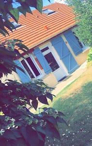 Charmante maison au calme - Lurcy-Lévis - Hus