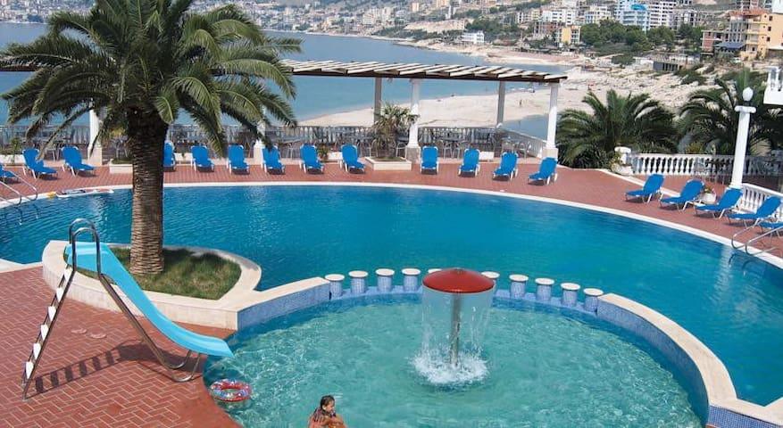 Camera Vista Mare in Resort con Piscina e Spiaggia - Sarandë - Bed & Breakfast
