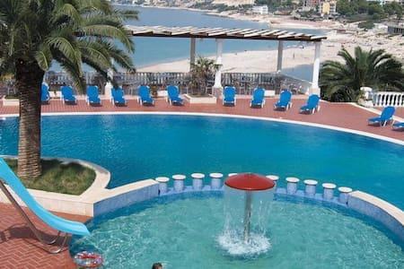 Camera Vista Mare in Resort con Piscina e Spiaggia - Sarandë