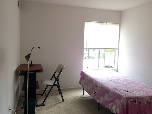 Private room close to Bart - El Cerrito - Apartment