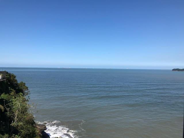 Apto. na Ilha Porchat com linda vista para o mar!!