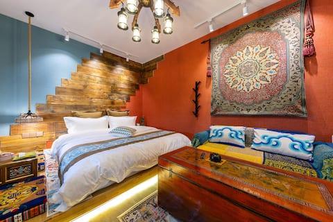 泓戈尔莫家街精品民族特色公寓