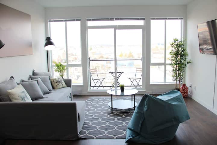 Modern Top Floor 1 BR Condo in Historic Old Town
