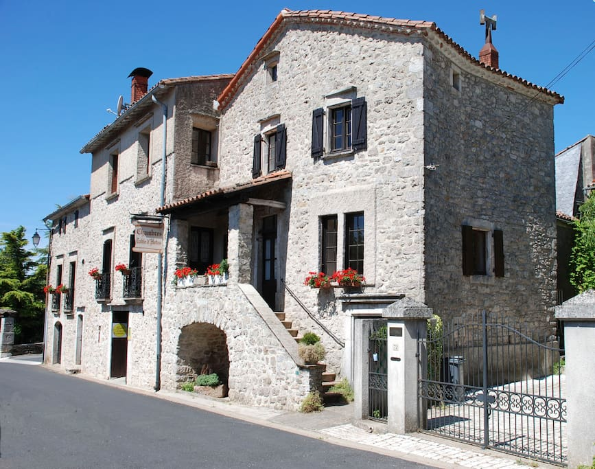 Chambre d 39 h tes ammonite bed breakfasts for rent in for Chambre d hotes languedoc