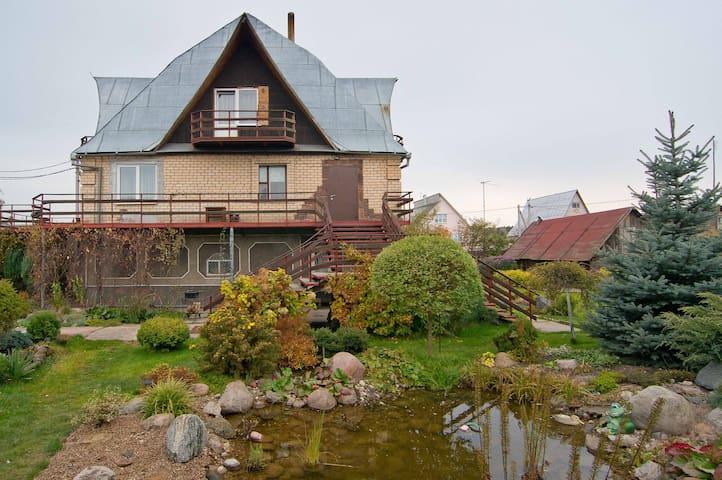 Комната #1 в частном доме - Ратомка - Huis
