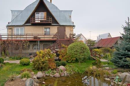 Комната #1 в частном доме - Ратомка - Haus