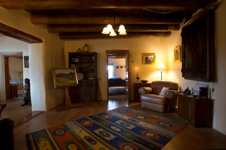 A Historic Adobe Artist Retreat w Mtn/Valley View! - Ranchos de Taos