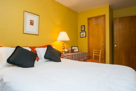 Quiet room 15 min from hectic NYC!