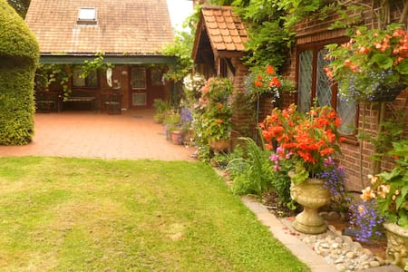 COUNTRY COTTAGE NEAR LONDON. TWO MEADOW VIEW - Londres - Bungalow
