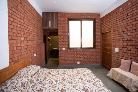 Habitació espaciosa en una casa rústica preciosa a Udaipur