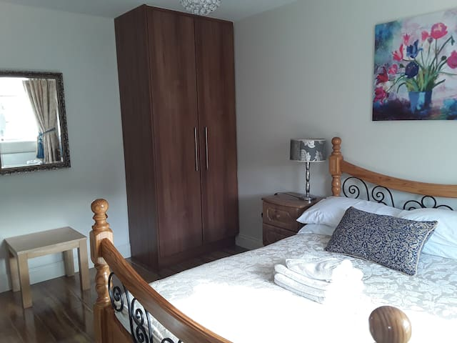 Perfectly Located, Modern Room in Trim (A)