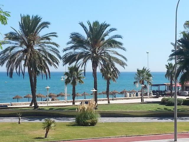 Beachfront 4 bedrooms apartment - Málaga - Apartment