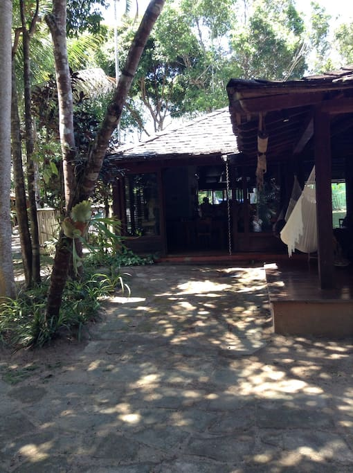 Varanda e casa principal