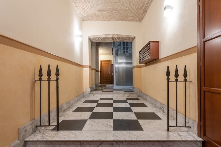 Charming Holiday Apartment Casa Vacanza Pablo Castello with Wi-Fi, Air Conditioning & Elevator; Parking Available, Breakfast Included