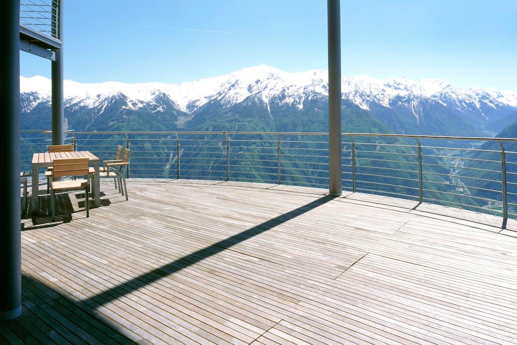 Terrazza  con una vista spettacolare su tutta la Val Venosta