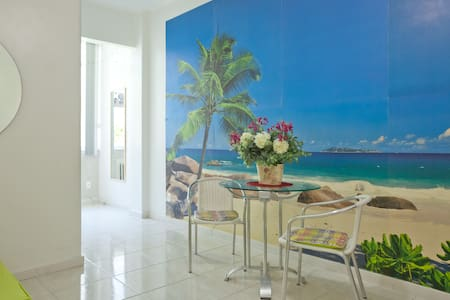 Our newly renovated apartment is located in the best part of Copacabana, in the corner with Ipanema beach. Door services 24 hours a day. Enjoy your stay in a family bulding, living as a local people. Wi-fi and all the conforts.