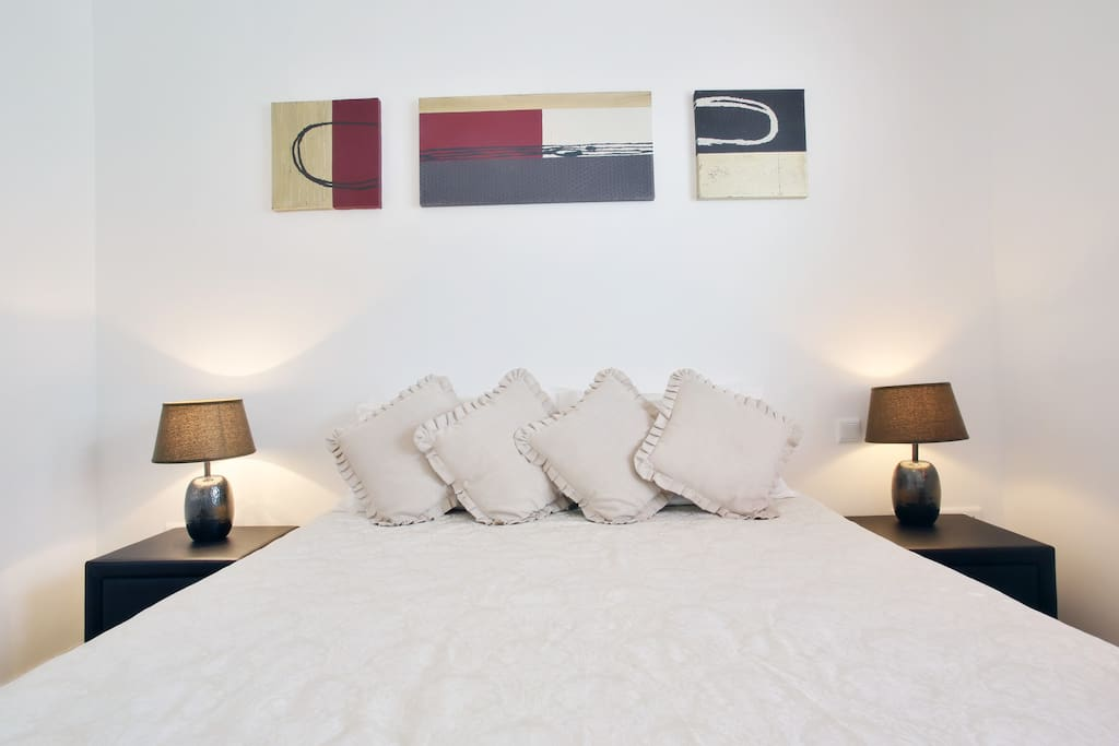 The large double bedroom, with en suite walk-in dressing room.