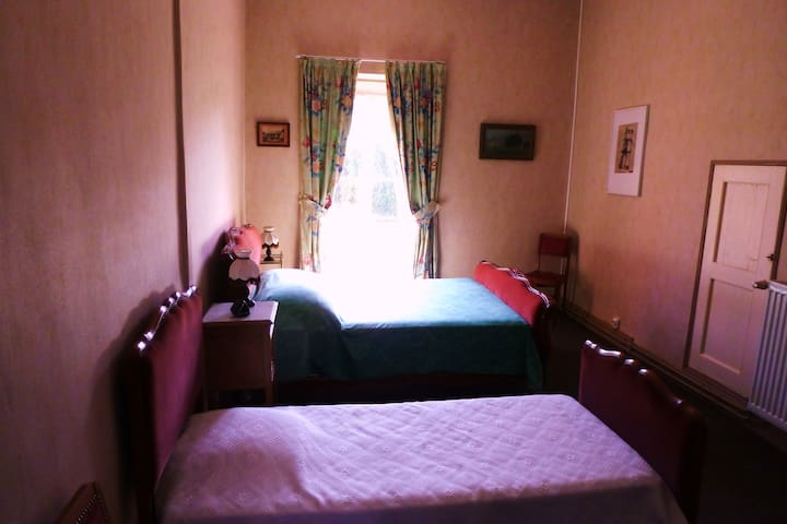 Belle chambre calme et vue unique  - Palaminy - Bed & Breakfast