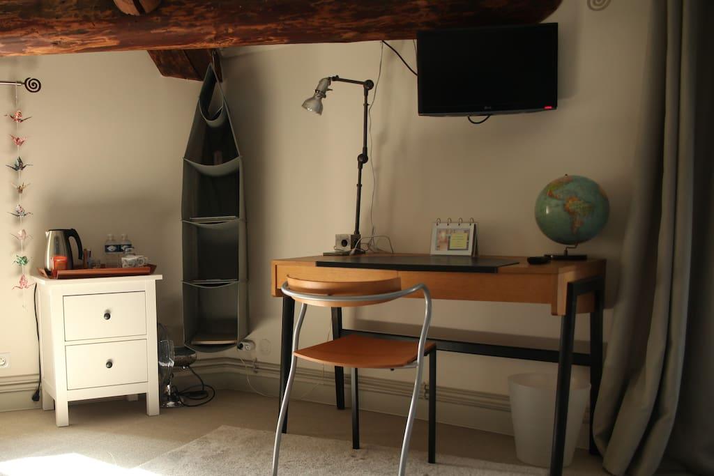 Bureau, wifi, télévision