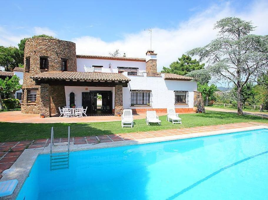 Charming house by sea in barcelona cottage in affitto a for Ville in affitto a barcellona