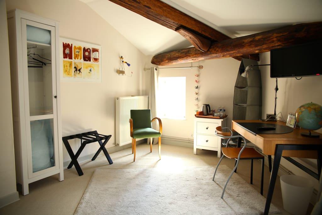 Espace chambre ; sol en sisal