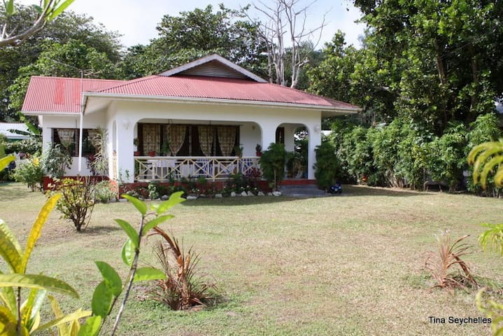 Beautiful house, only 300 metres to the beach. - La Digue - Rumah