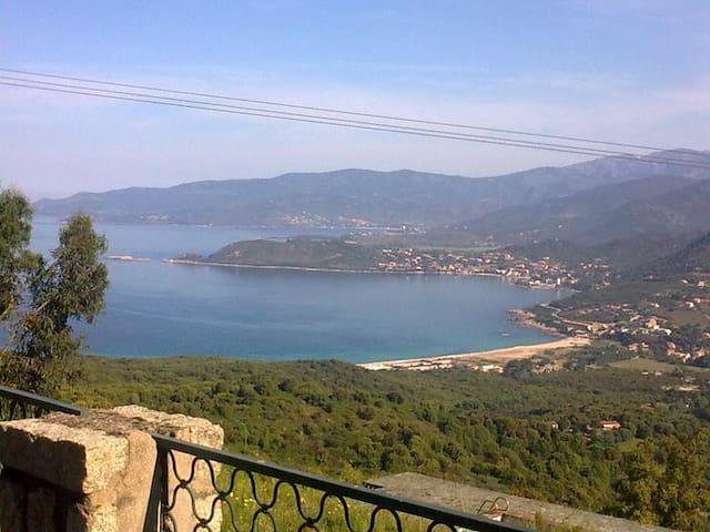 Jolie maison avec vue splendide - Calcatoggio - Huis