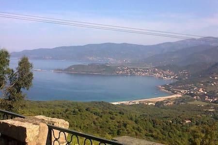 Jolie maison avec vue splendide - Calcatoggio