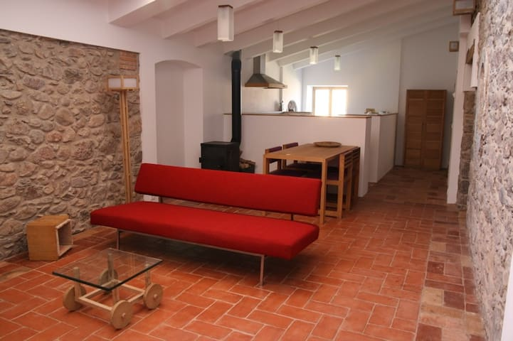 inovative modern interior apartment - Sant Climent Sescebes - Apartamento