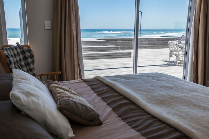 Upper level rooms have double beds, on-suite bathrooms, ocean views and access to the deck and rim flow pool.