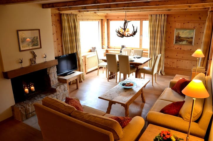 charming, chic with fantastic view - St. Moritz - Huoneisto