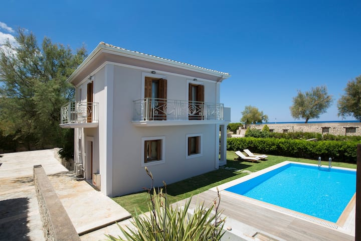 Aeriko-Gorgona  Beachfront Villa with Stunning View and Private Pool.