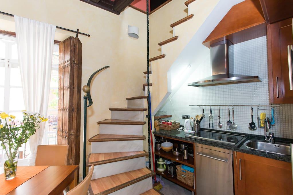 Cocina y escaleras planta primera