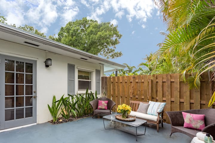 Victoria's Guest House close to Beach and Las Olas
