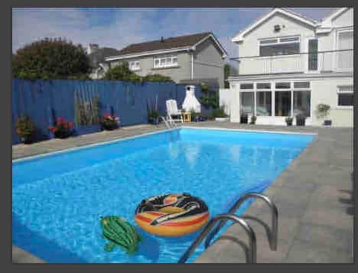 Big Home, Pool, Hot Tub for Winter , Sleeps 9