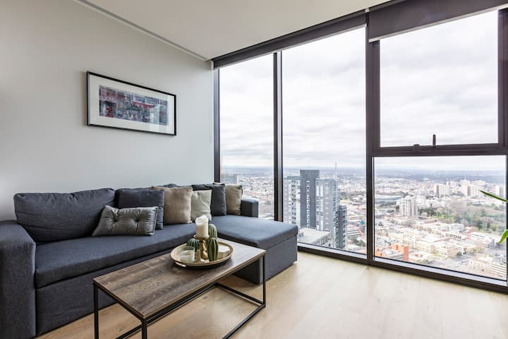 Melbourne CBD Lighthouse Apartment Great Location!