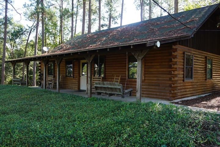 5 Bedroom Log Cabin at Tall Timbers Retreat