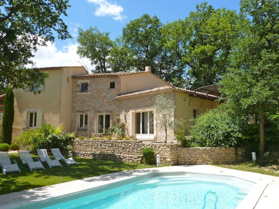Maison de village goult en provence houses for rent in - Maison d en france salon de provence ...