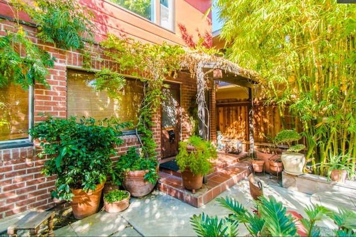The Hummingbird Room: 1bd/1ba (Detached from Room) - Long Beach - House