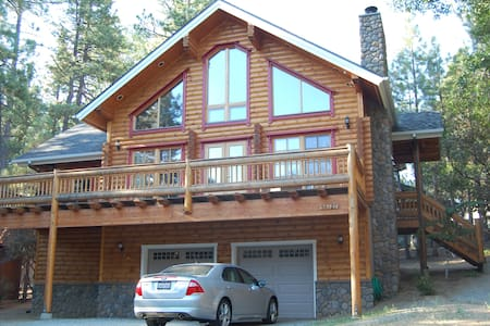 Magnificent Log Home with Sauna - Idyllwild-Pine Cove